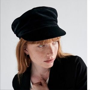 JANESSA LEONE Mattie Newsboy Cap Black Large